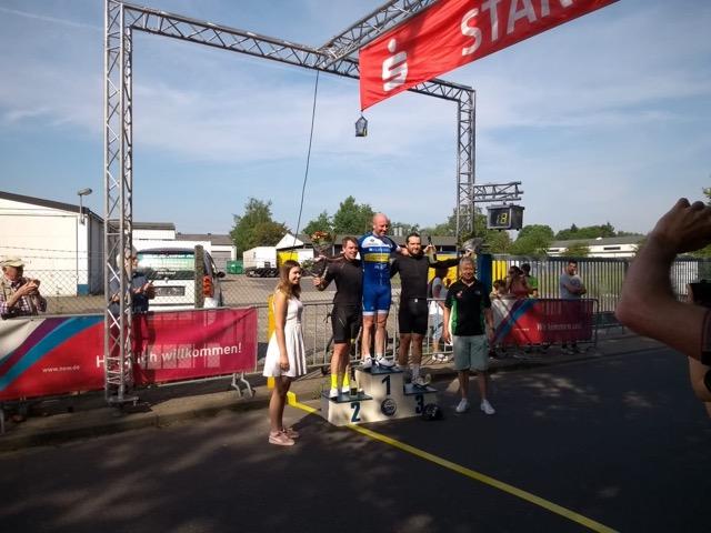 Daniel Holtmann belegt den 2. Platz in der Hobbyklasse beim Grenzlandrennen