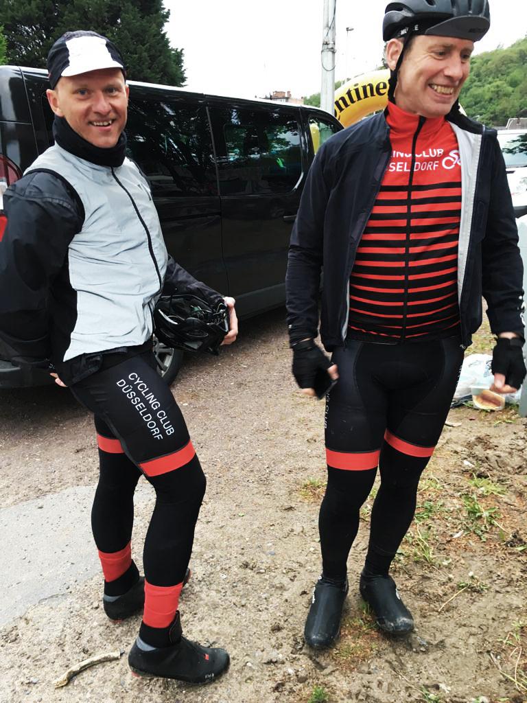 Matthias Menzel und Jan voges nach 266 Km und 4520 Höhenmeter endlich erschöpft im Ziel