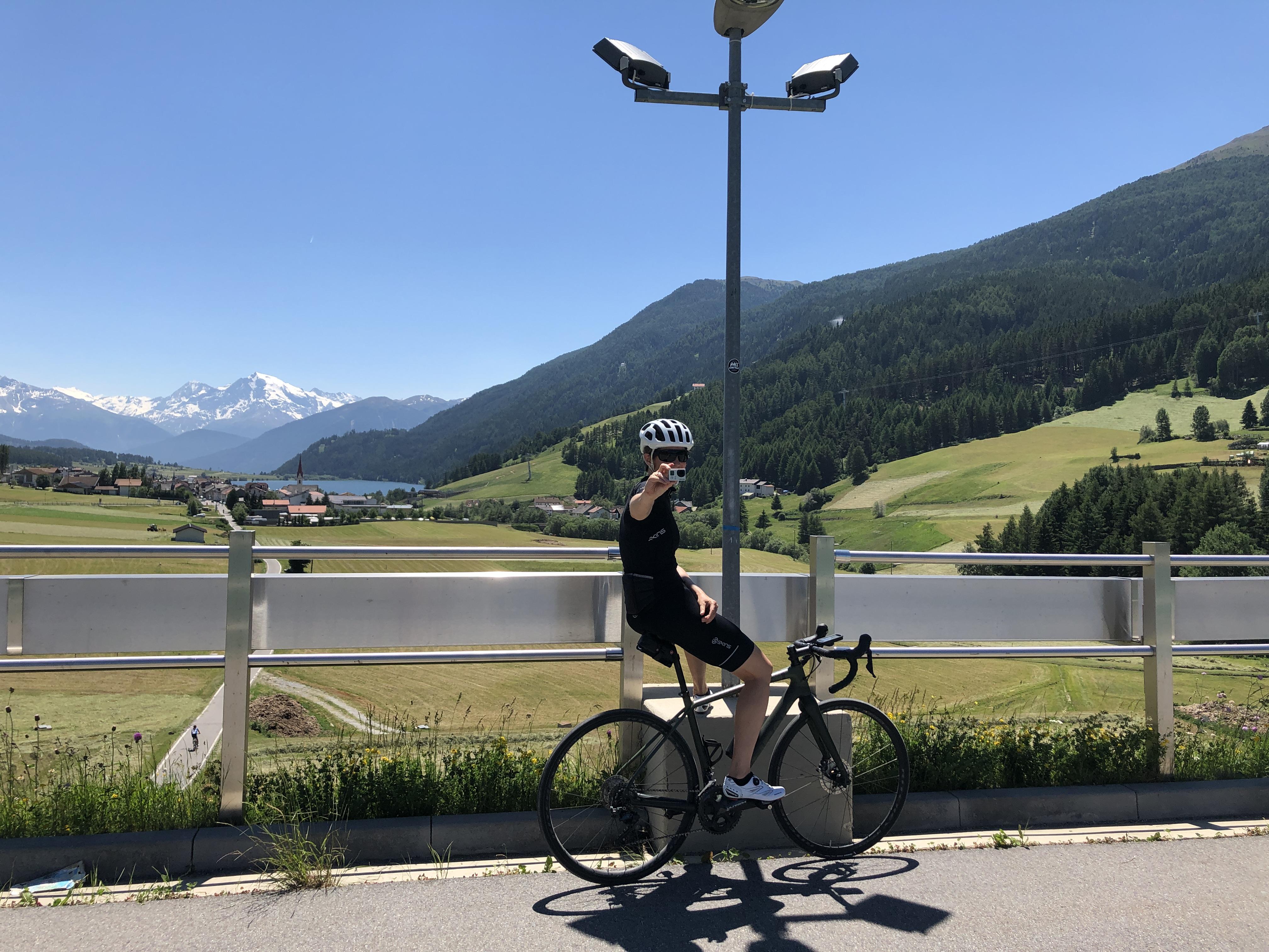 CyclingClubDuesseldorf-Dreiländergiro-Frau K knipst zurück