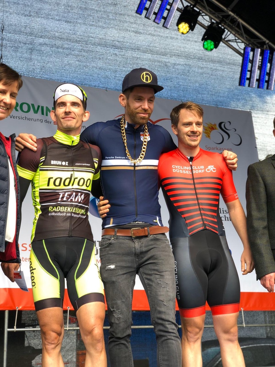 Daniel Holtmann (Cycling club düsseldorf e.V. (rechts) belegt Platz 4 auf der 60-Kilometer-Streckebeleg