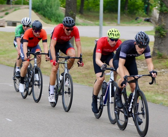 Die starke Spitzengruppe mit Addy van Stiphout, Christian Baron und dem überraschend stark fahrenden Bernard Walterscheid