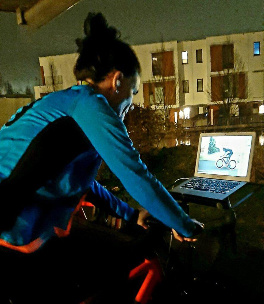 Lucia aus Spanien | KISS RACING TEAM Mitglied goes Zwift Racing League